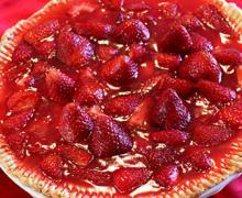 Открытый клубничный пирог