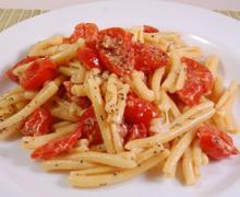 Паста с запеченными помидорами и сыром