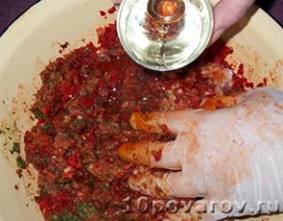 аджика острым перцем чесноком
