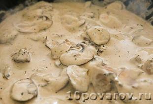 бефстроганов из говядины с грибами и сметаной