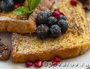 французские тосты с ягодами