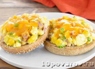 горячие бутерброды с яйцом колбасой и сыром