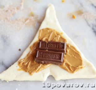 круассан с шоколадом и арахисовым маслом