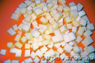 салат с курицей сыром и соленым огурцом
