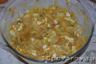 жареные пирожки с капустой и яйцом
