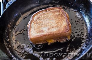 сэндвич с жареным сыром