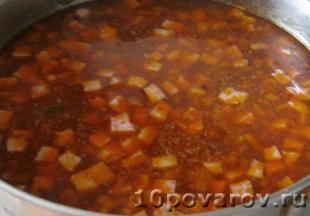 Солянка с вареной и копченой колбасой