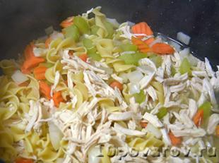 Суп лапша с курицей и овощами