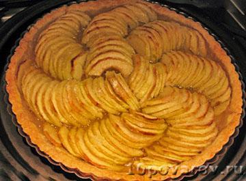 Открытый французский яблочный пирог