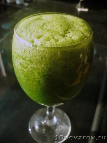 Зеленый коктейль со шпинатом