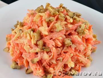 Салат с яблоками, морковью и грецкими орехами