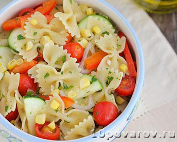 Вегетарианский салат с пастой (макаронами)