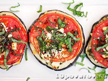 Запеченные баклажаны с помидорами и чесноком