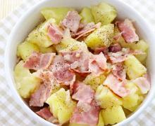 Теплый немецкий картофельный салат с беконом и луком