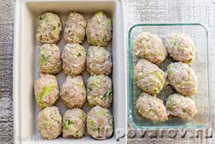 Диетические куриные котлеты с капустой в духовке
