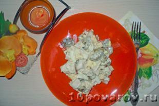 Охотничий салат с курицей и солеными огурцами