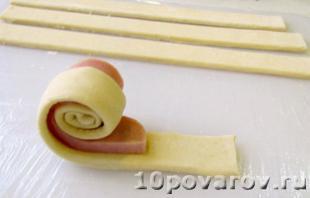 рецепт розочек из слоеного теста с колбасой