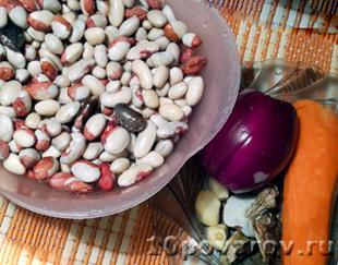 Тушеная фасоль с луком и морковью