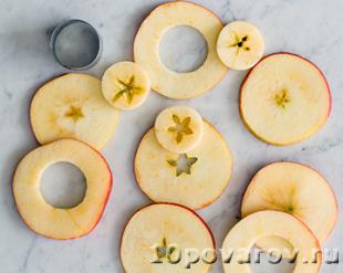 яблоки в тесте во фритюре