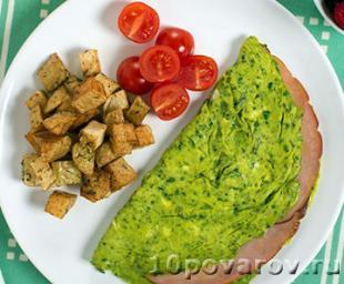 Зеленый омлет с ветчиной