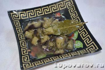 Баклажаны маринованные с чесноком и зеленью