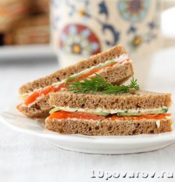 Бутерброды с лососем и огурцом