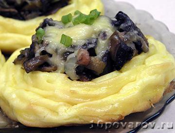 Картофельные гнезда с грибами