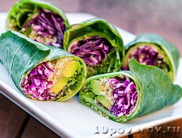 Вегетарианский салат-ролл с лебедой и побегами гороха